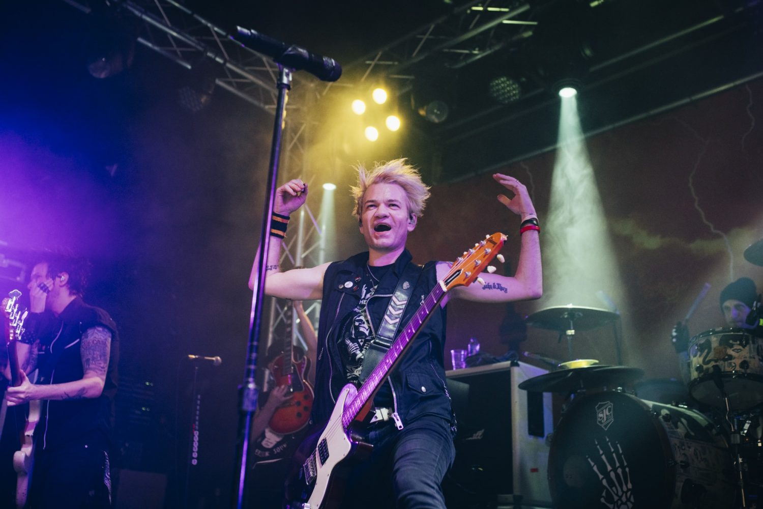 Sum 41 played a tiny London show, and it looked like this