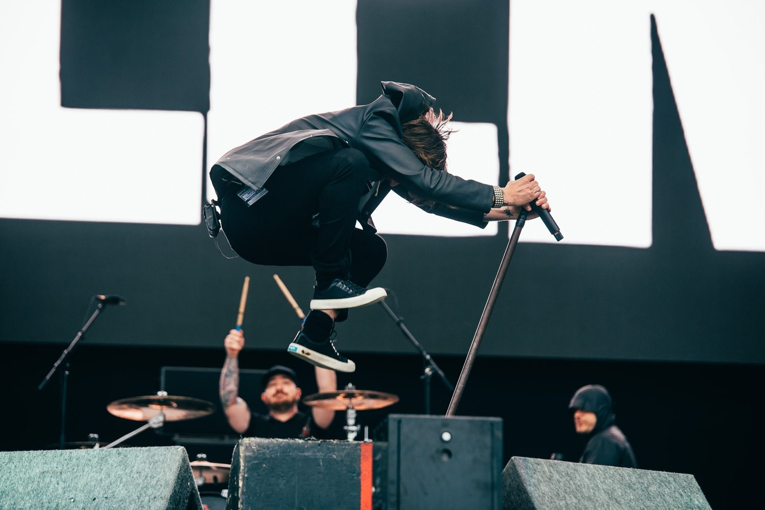 Ontario punks Billy Talent battle the pouring rain on Reading's Main Stage